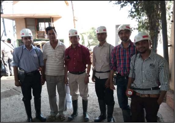 MOIL DGM Shri. Kishor Magre with team of Embedded Creation.