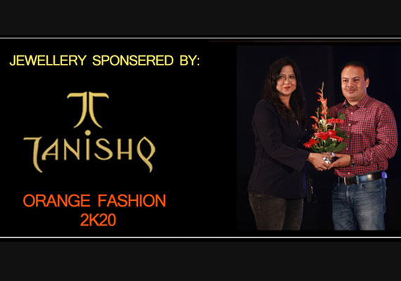 Smt. Kripa Sawlani of IFT felicitating Area Business Manager- Tanishq Jewellary, Shri Vivekand Prasad on behalf of organizing team of Orange Fashion 2K20.